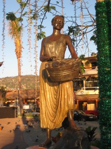 Some of the many beautiful ststues in Zihuatanejo