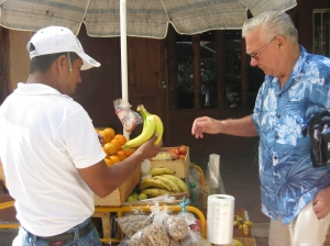The Senor buying bananas
