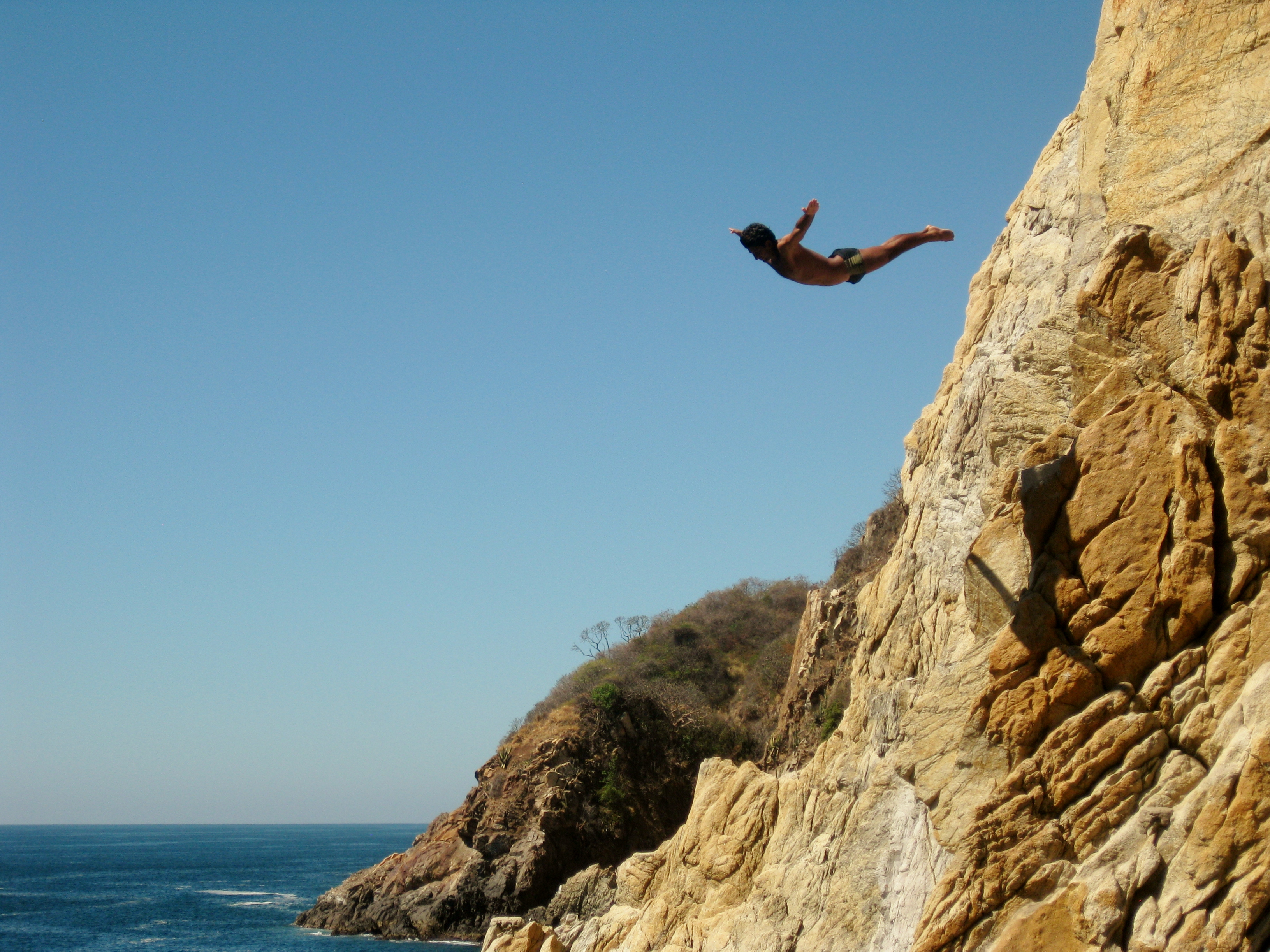 Acapulco cliff divers zihuathyme - The cliff dive ...