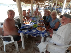 8 amigos for a beach lunch